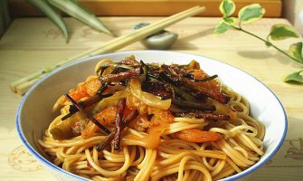 egg chow mein noodle